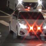 交通機動隊 覆面パトカーの緊急走行 信号無視車両を検挙 Masked police car Emergency driving