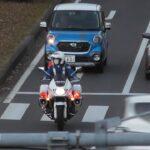 白バイ 緊急走行 違法左折のトラックを検挙 Police motorcycle Emergency driving