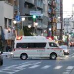 【救急車】練馬駅近くの赤信号の交差点を緊急走行する東京消防庁の救急車