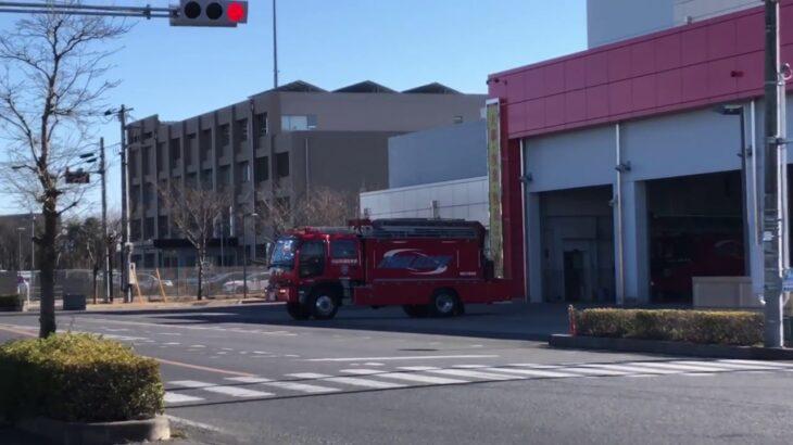 緊急走行!消防本部から出場する指揮車、レスキュー車、救急車