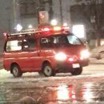 【金沢市消防局 】 緊急走行中の指揮車と分団車