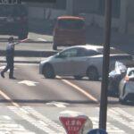 違反を現認すれば車線をまたいでも追いかけ捕まえる警察官の執念がハンパない!!!世の中には色々な人が居て実に面白い!!!