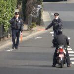 お巡りさんも思わず笑っちゃう程の一時不停止のスクーターに停止命令で検挙と思いきやまさかの指導・注意だけという意味不明な取締り