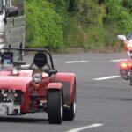 ルパン三世が乗ってそうな渋い車がFJRの白バイにスピード違反で検挙される瞬間