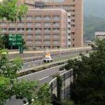 【NEXCO西日本】いち早く落下物を回収するために緊急走行するマツダCX5道路パトカー