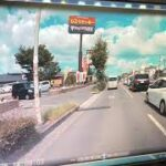 「エア煽り運転。」窓全閉め。公道で煽り運転動画のモノマネをするガイジ。