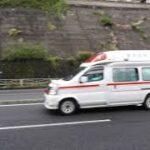 救急車、サイレンを鳴らして緊急走行!【4K】