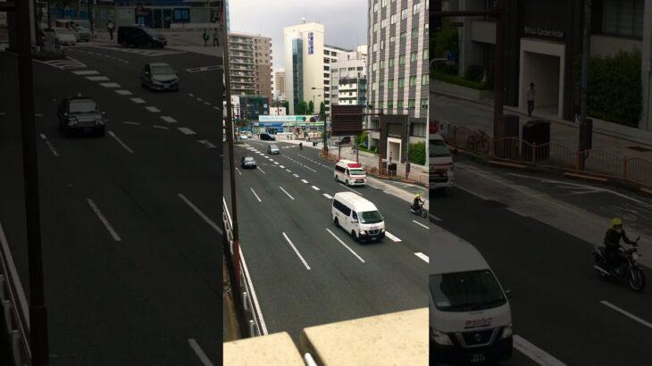 上野駅前を緊急走行する東京消防庁の救急車