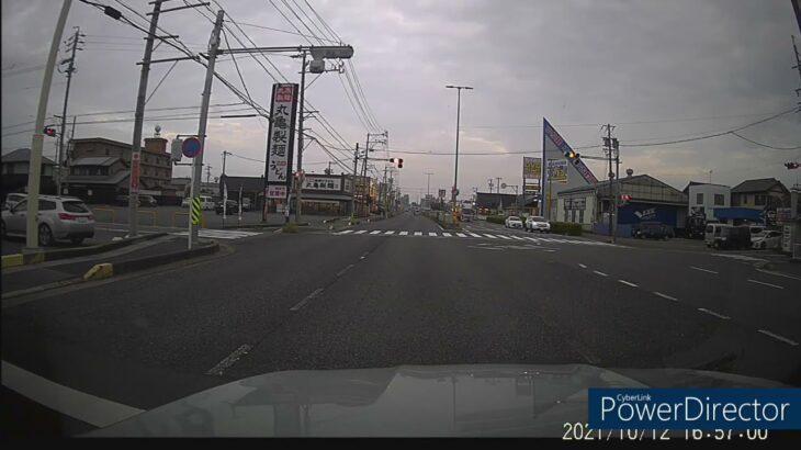 【キューブが勢いよく信号無視】ドラレコ 迷惑 危険運転 煽り運転 速度違反 ドライブレコーダー
