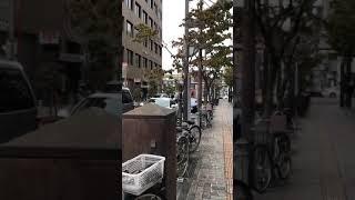 岡山市内で火災報知器が鳴ったため、消防車が緊急走行にて出動!